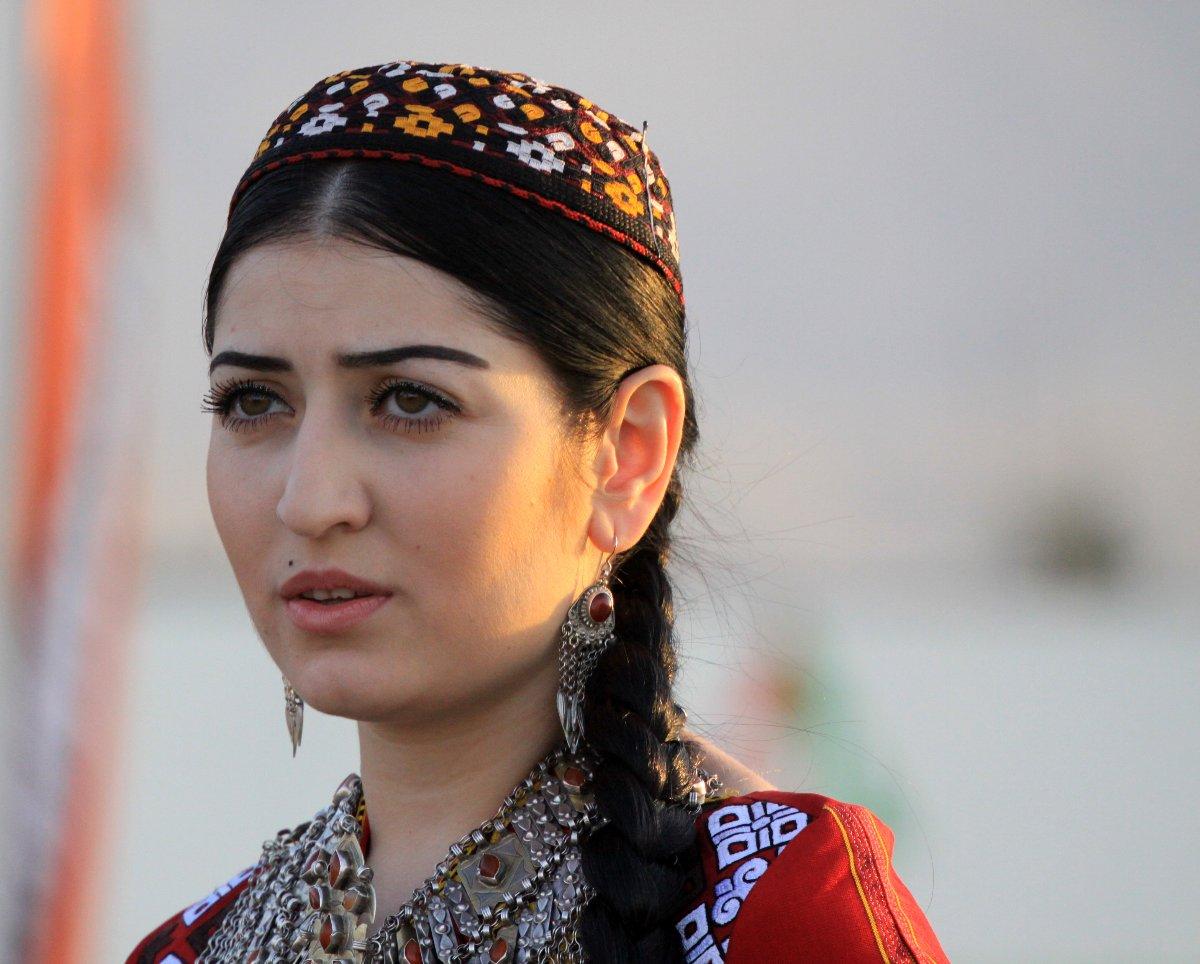 krasivie-golie-turkmenki