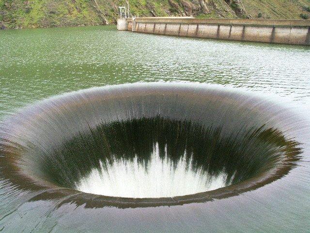 фото большой дыры