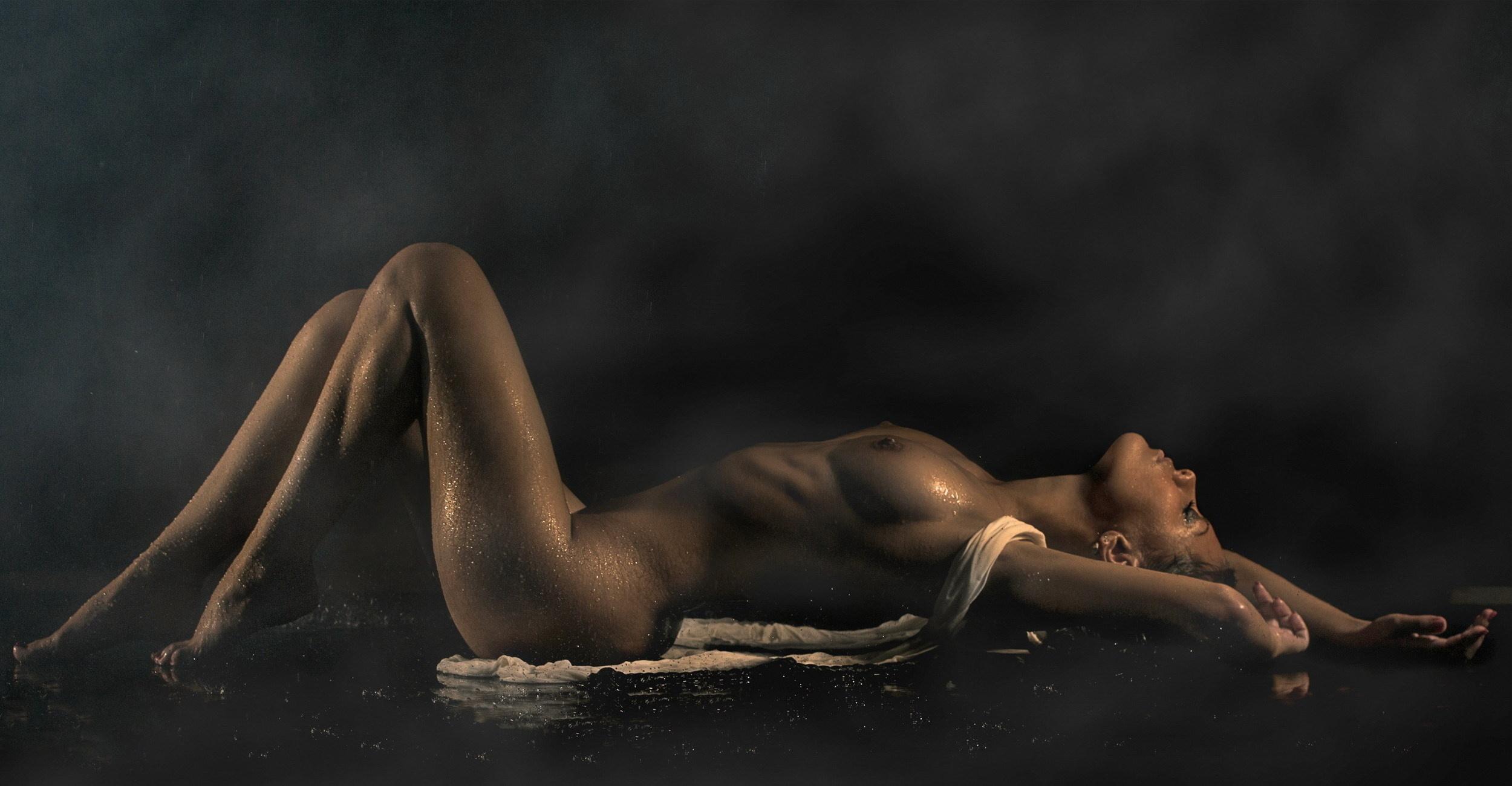 видеть во сне голую знакомую женщину