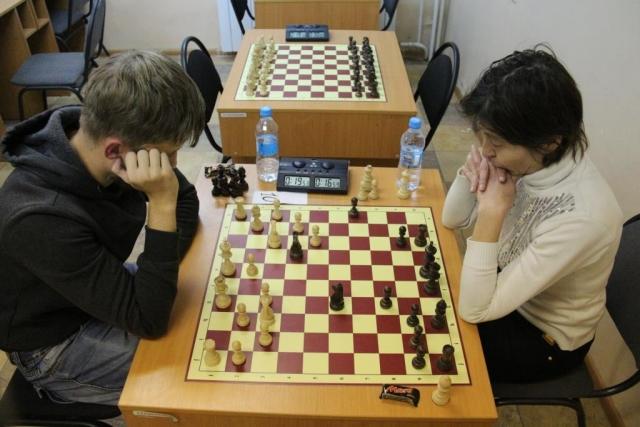 В ВКО проходит открытый чемпионат по 100-клеточным шахматам