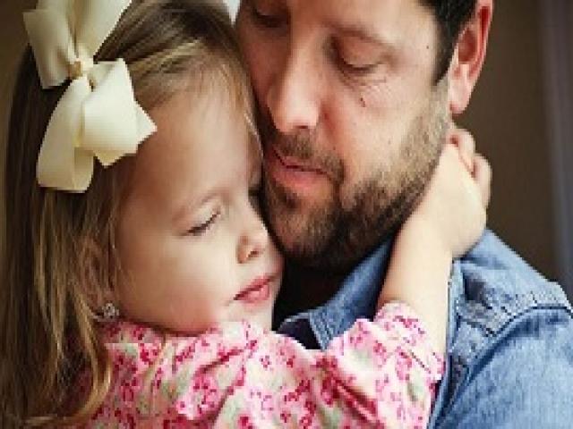 Бесценный подарок этого отца своей дочке на Рождество изменит ее жизнь навсегда!