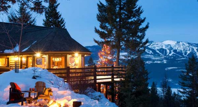 Марианна. в. Красивый дизайн интерьера бревенчатого дома в горах Монтаны.
