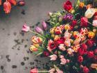 Почему лучше заказывать цветы с доставкой, а не брать на улице