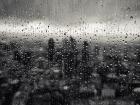 В дождь без зонта.