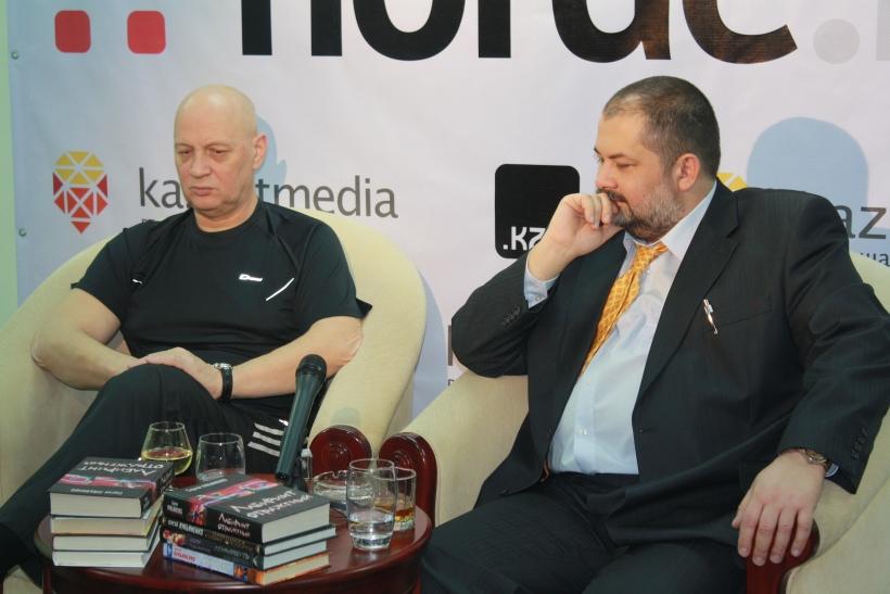 Наши гости - Сергей Лукьяненко и Василий Головачев.