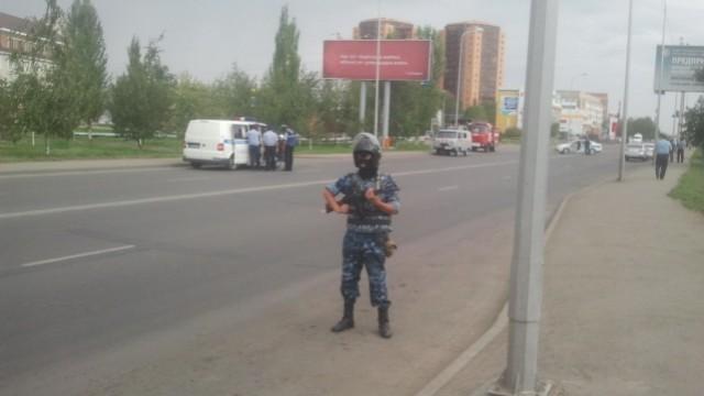 В Астане прошли учения внутренних войск с привлечением спецназа