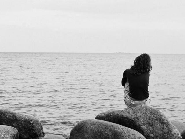 Красивыми словами, черно белые картинки с надписью на море