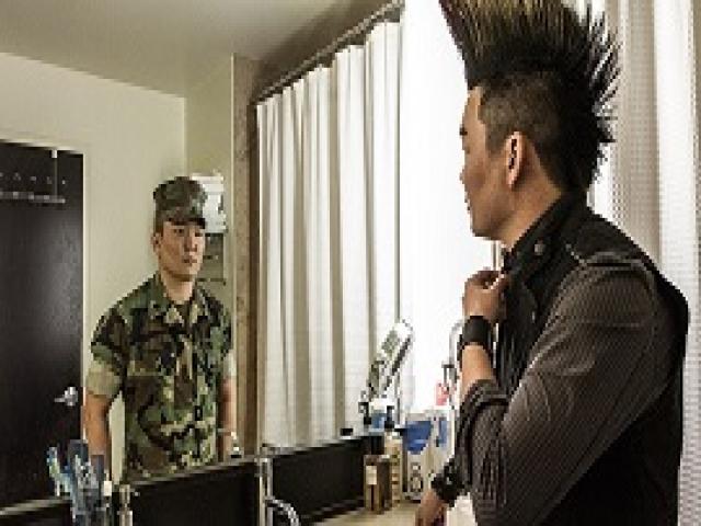 Невероятно мощные снимки, показывающие, кто на самом деле скрывается за безликой военной формой.