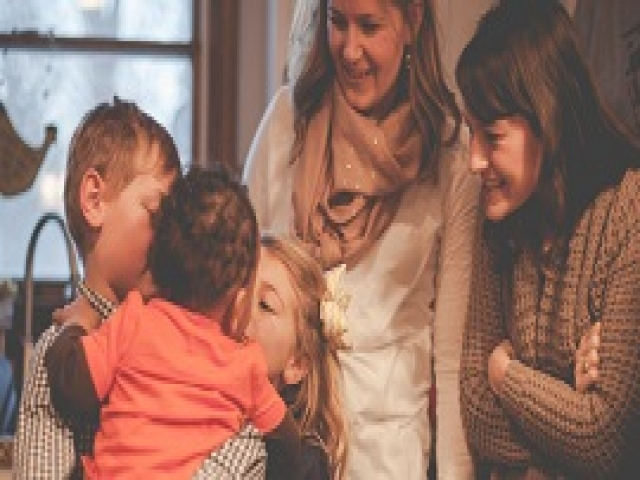 Эти семьи не побоялись усыновить ребенка. Счастье на их лицах говорит о многом...