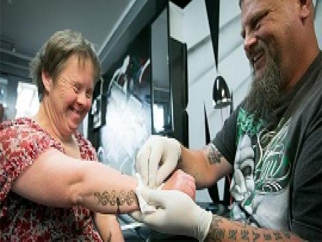 Каждую пятницу этот бородач встречается с женщиной с синдромом Дауна. Причина тому - прекрасна!